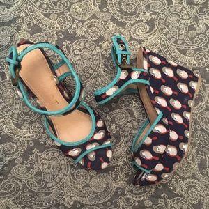 Report Owl wedge heel sandal size 6